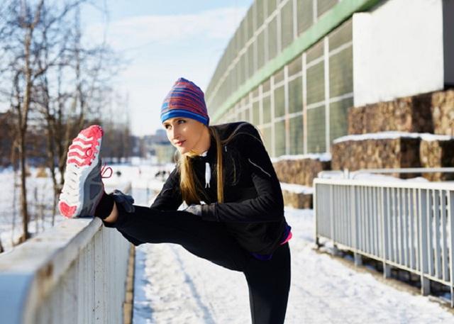 Mùa đông có một KHUNG GIỜ ĐỘC không nên tập thể dục vì dễ gây đột quỵ, đặc biệt có 4 nhóm người cần phải cẩn trọng - Ảnh 2.