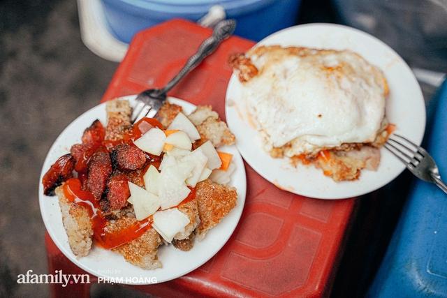 Hàng bánh chưng rán nức tiếng ngõ chợ Thanh Hà: Qua 2 thế hệ và gần một thế kỷ vẫn vẹn nguyên hương vị thời thơ ấu, bí quyết gói gọn trong miếng mỡ gà và chiếc mâm nhôm - Ảnh 13.