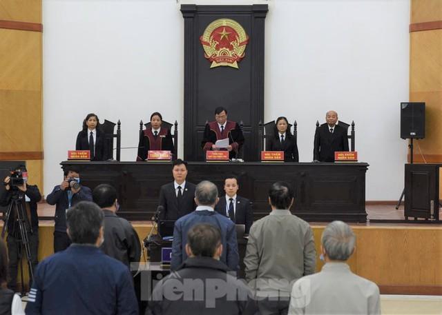 Hoãn phiên xử ông Vũ Huy Hoàng vì vắng mặt 3 bị cáo - Ảnh 4.