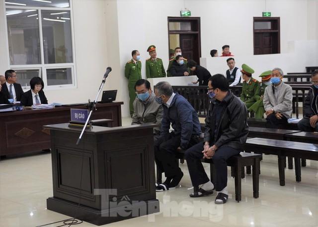 Hoãn phiên xử ông Vũ Huy Hoàng vì vắng mặt 3 bị cáo - Ảnh 5.