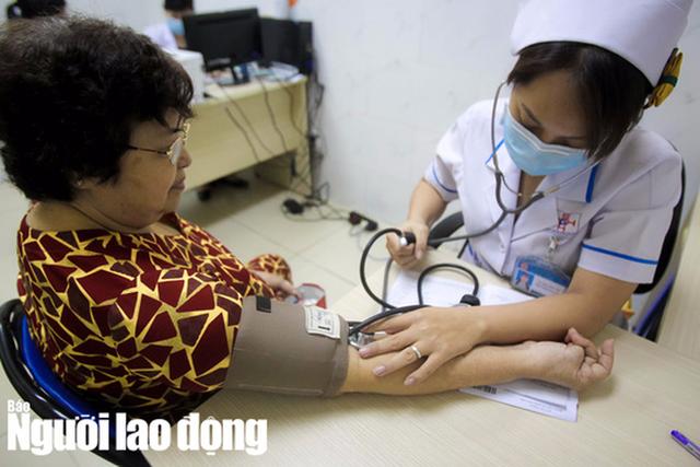 Đi bệnh viện khác nơi đã đăng ký trên thẻ bảo hiểm y tế: Vẫn đúng tuyến trong 6 trường hợp  - Ảnh 1.