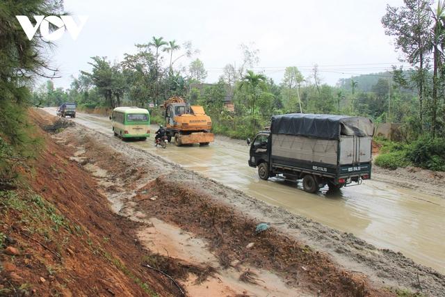 Thi công Quốc lộ 40B ở Quảng Nam ì ạch, đường nham nhở, dân kêu trời  - Ảnh 1.