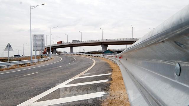 Nút giao Vành đai 3 với cao tốc Hà Nội - Hải Phòng trước ngày thông xe - Ảnh 1.