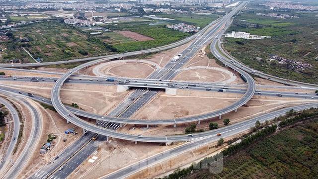 Nút giao Vành đai 3 với cao tốc Hà Nội - Hải Phòng trước ngày thông xe - Ảnh 2.