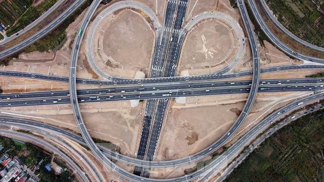 Nút giao Vành đai 3 với cao tốc Hà Nội - Hải Phòng trước ngày thông xe - Ảnh 13.
