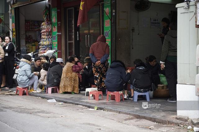 Chùm ảnh: Hà Nội rét kỷ lục, chạm ngưỡng 10 độ nhưng quán xá vẫn tấp nập, dân tình xì xụp ăn uống đủ các món mùa đông - Ảnh 11.