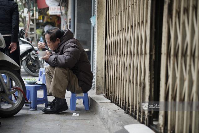 Chùm ảnh: Hà Nội rét kỷ lục, chạm ngưỡng 10 độ nhưng quán xá vẫn tấp nập, dân tình xì xụp ăn uống đủ các món mùa đông - Ảnh 12.