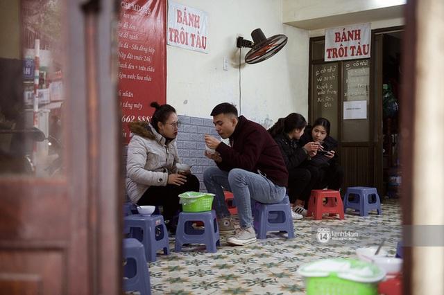 Chùm ảnh: Hà Nội rét kỷ lục, chạm ngưỡng 10 độ nhưng quán xá vẫn tấp nập, dân tình xì xụp ăn uống đủ các món mùa đông - Ảnh 13.