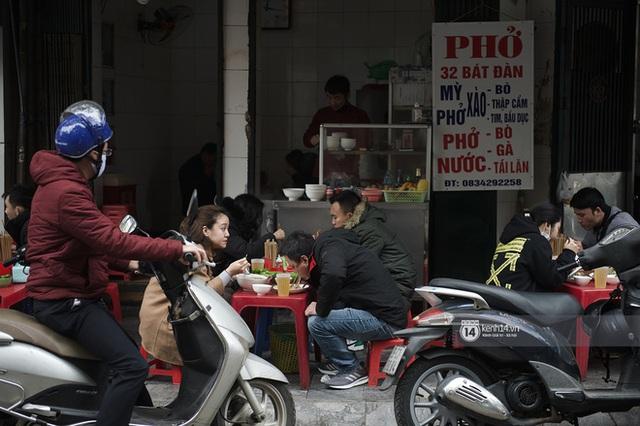 Chùm ảnh: Hà Nội rét kỷ lục, chạm ngưỡng 10 độ nhưng quán xá vẫn tấp nập, dân tình xì xụp ăn uống đủ các món mùa đông - Ảnh 5.