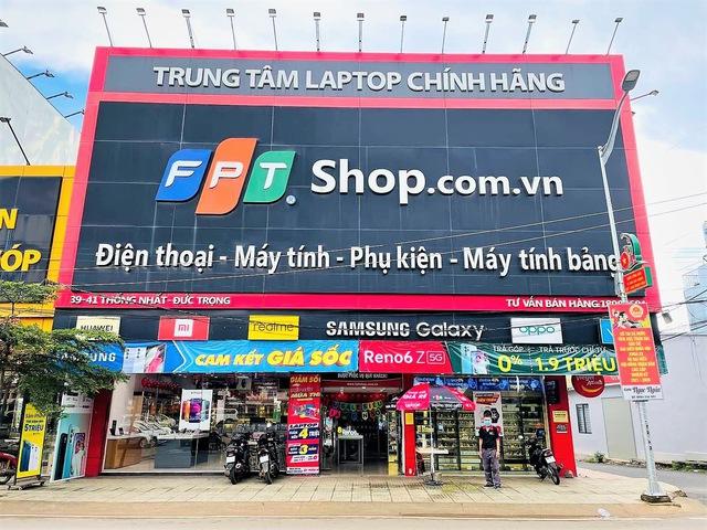 Cửa hàng di động tại TP.HCM trắng đêm tất bật cho ngày mở cửa trở lại - Ảnh 8.