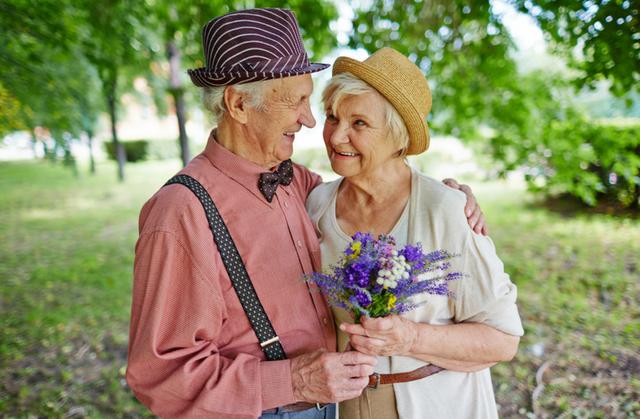 """Ngày Quốc tế Người cao tuổi: Đừng quên """"giải độc tinh thần"""", chăm sóc sức khỏe cho """"cây cao bóng cả"""" trong gia đình - Ảnh 2."""