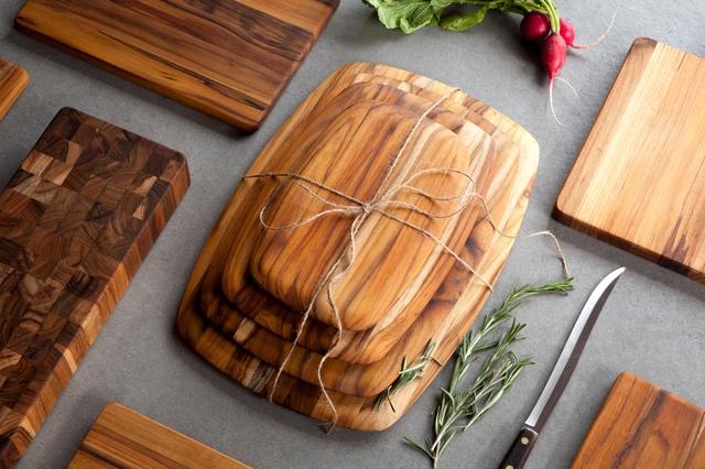 Ai cũng rửa sạch thớt gỗ theo cách này, chuyên gia khẳng định chưa đảm bảo diệt khuẩn, muốn nâng cao tuổi thọ của thớt phải làm thêm một bước sau!  - Ảnh 1.