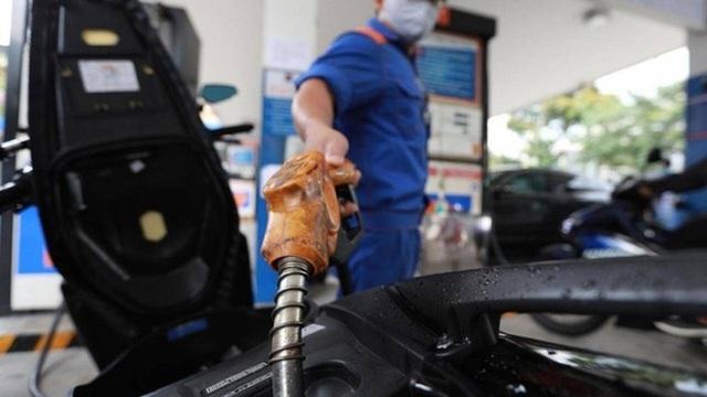 Giá xăng sẽ tiếp tục tăng mạnh vào ngày mai? - Ảnh 1.