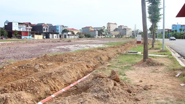Bắc Giang thu về hàng trăm tỷ đồng từ đấu giá đất, xuất hiện những lô đất giá gấp 2 lần so với giá khởi điểm - Ảnh 2.