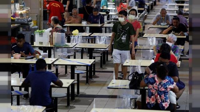 Covid-19: Tiêm đủ 83% dân số, tại sao Singapore vẫn run chân quá mức? - Ảnh 1.