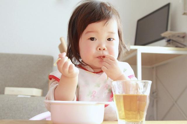 4 loại thực phẩm hạn chế cho trẻ ăn nhiều trước khi ngủ, nếu không sẽ ảnh hưởng chiều cao, quá tải dạ dày trẻ - Ảnh 2.