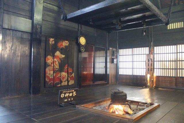 Ngẩn ngơ trước sự quyến rũ của những ngôi nhà mái dốc thuộc ngôi làng đẹp nhất Nhật Bản - Ảnh 17.