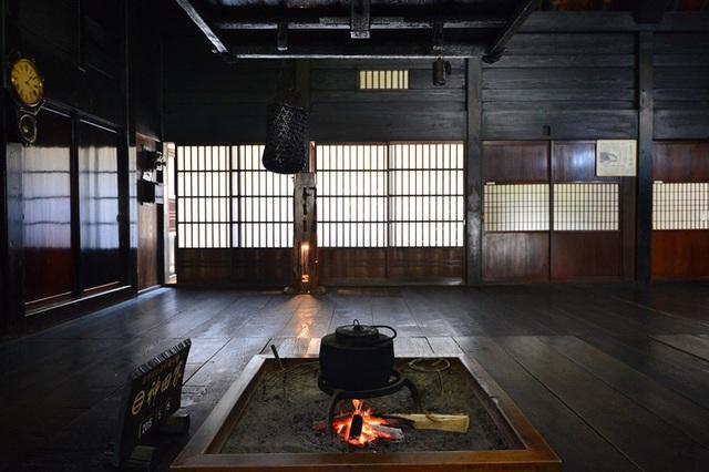 Ngẩn ngơ trước sự quyến rũ của những ngôi nhà mái dốc thuộc ngôi làng đẹp nhất Nhật Bản - Ảnh 18.