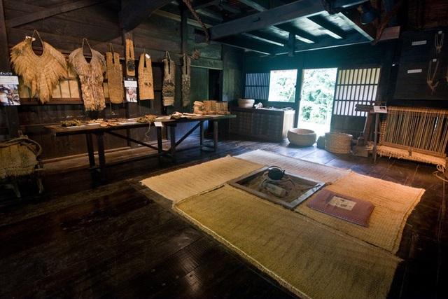 Ngẩn ngơ trước sự quyến rũ của những ngôi nhà mái dốc thuộc ngôi làng đẹp nhất Nhật Bản - Ảnh 19.