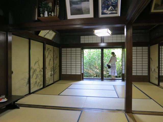 Ngẩn ngơ trước sự quyến rũ của những ngôi nhà mái dốc thuộc ngôi làng đẹp nhất Nhật Bản - Ảnh 20.