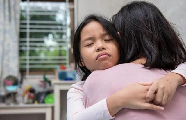 3 hành vi của trẻ bị hiểu lầm là EQ cao, thật ra chúng là biểu hiện của khao khát thầm kín thường bị bố mẹ bỏ qua - Ảnh 3.