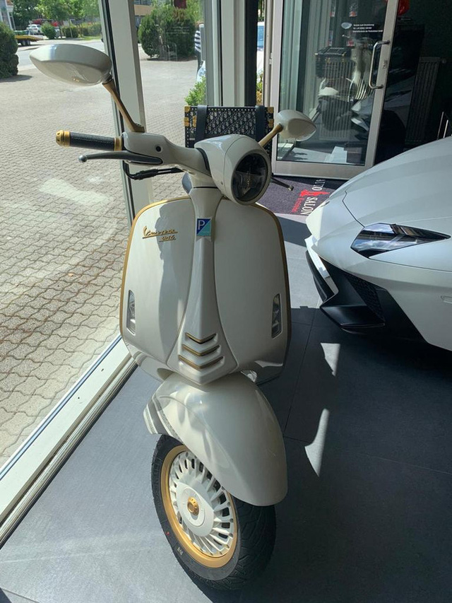 Vespa 946 Christian Dior chốt giá hơn 600-700 triệu tại Việt Nam: Đi kèm phụ kiện Dior sang chảnh, đắt hơn cả Kia K3 mới ra mắt - Ảnh 3.