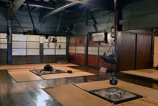 Ngẩn ngơ trước sự quyến rũ của những ngôi nhà mái dốc thuộc ngôi làng đẹp nhất Nhật Bản - Ảnh 22.