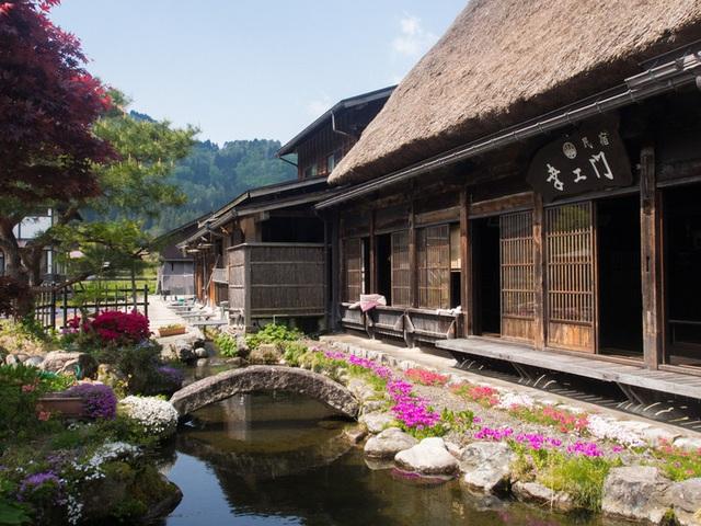 Ngẩn ngơ trước sự quyến rũ của những ngôi nhà mái dốc thuộc ngôi làng đẹp nhất Nhật Bản - Ảnh 23.
