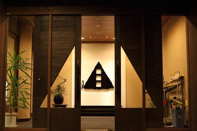 Ngẩn ngơ trước sự quyến rũ của những ngôi nhà mái dốc thuộc ngôi làng đẹp nhất Nhật Bản - Ảnh 26.
