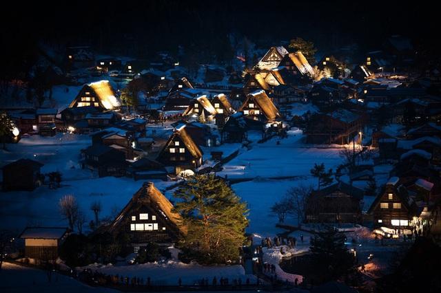 Ngẩn ngơ trước sự quyến rũ của những ngôi nhà mái dốc thuộc ngôi làng đẹp nhất Nhật Bản - Ảnh 28.
