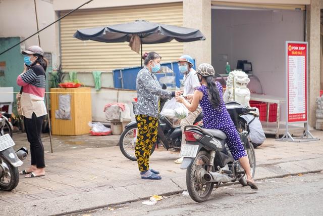 Cuộc sống bình thường mới ở Cần Thơ, nhìn thấy lại những gánh hàng rong trên các con phố mà rung động bao lâu rồi mới nhìn thấy nhau - Ảnh 4.