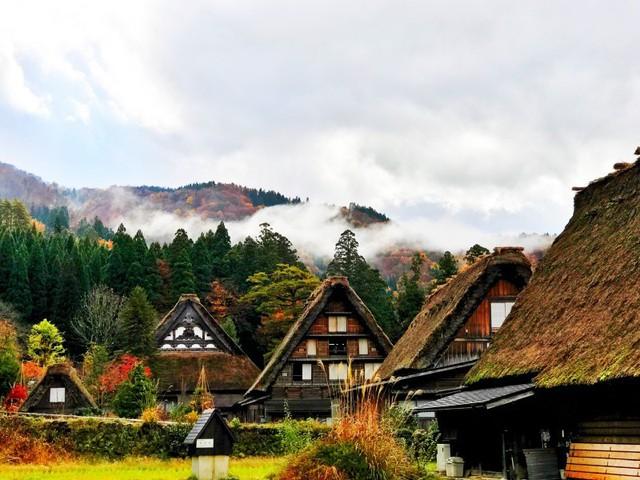 Ngẩn ngơ trước sự quyến rũ của những ngôi nhà mái dốc thuộc ngôi làng đẹp nhất Nhật Bản - Ảnh 31.