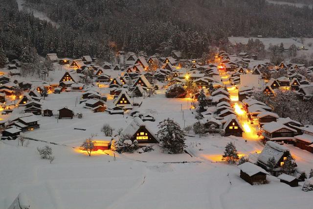 Ngẩn ngơ trước sự quyến rũ của những ngôi nhà mái dốc thuộc ngôi làng đẹp nhất Nhật Bản - Ảnh 33.