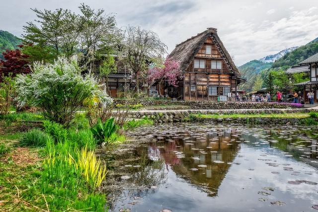 Ngẩn ngơ trước sự quyến rũ của những ngôi nhà mái dốc thuộc ngôi làng đẹp nhất Nhật Bản - Ảnh 36.