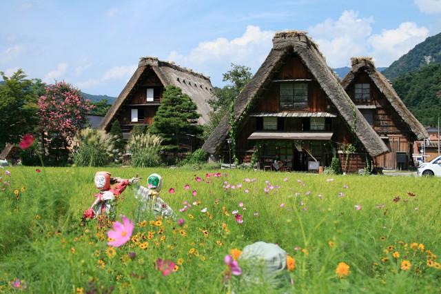 Ngẩn ngơ trước sự quyến rũ của những ngôi nhà mái dốc thuộc ngôi làng đẹp nhất Nhật Bản - Ảnh 38.