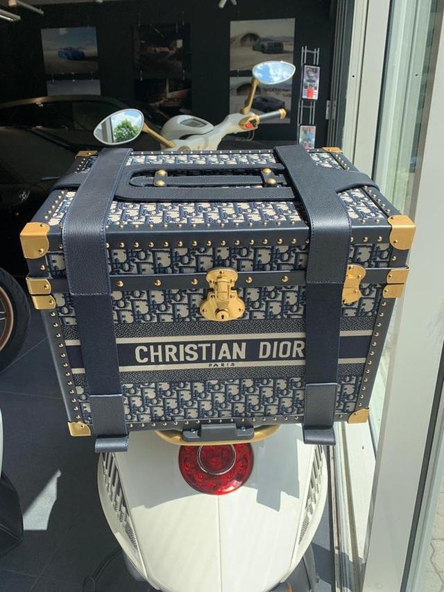 Vespa 946 Christian Dior chốt giá hơn 600-700 triệu tại Việt Nam: Đi kèm phụ kiện Dior sang chảnh, đắt hơn cả Kia K3 mới ra mắt - Ảnh 6.