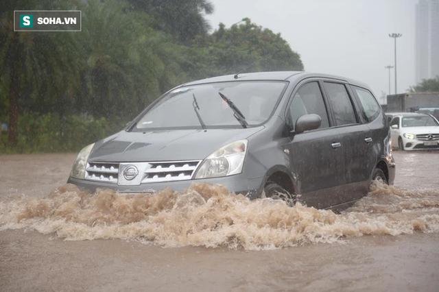 Hà Nội: Đại lộ Thăng Long - Vành đai 3 ngập nghiêm trọng, ô tô đi trong biển nước - Ảnh 10.