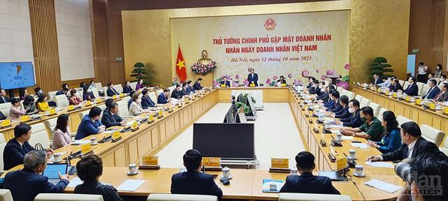 [TRỰC TIẾP] Thủ tướng Chính phủ gặp mặt Doanh nhân nhân Ngày Doanh nhân Việt Nam - Ảnh 2.
