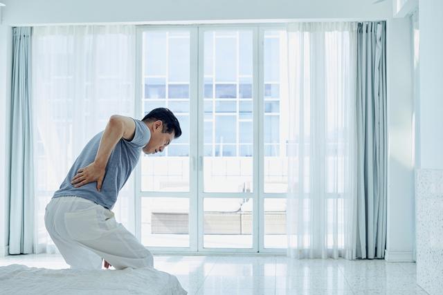 Căn bệnh nguy hiểm dễ bị nhầm với thoát vị đĩa đệm, tỷ lệ mắc ở nam giới cao gấp 4 lần nữ giới: Nếu cứ ngồi lâu hay thay đổi tư thế lại đau lưng thì bạn nên cẩn trọng  - Ảnh 2.