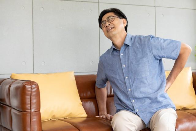 Căn bệnh nguy hiểm dễ bị nhầm với thoát vị đĩa đệm, tỷ lệ mắc ở nam giới cao gấp 4 lần nữ giới: Nếu cứ ngồi lâu hay thay đổi tư thế lại đau lưng thì bạn nên cẩn trọng  - Ảnh 1.