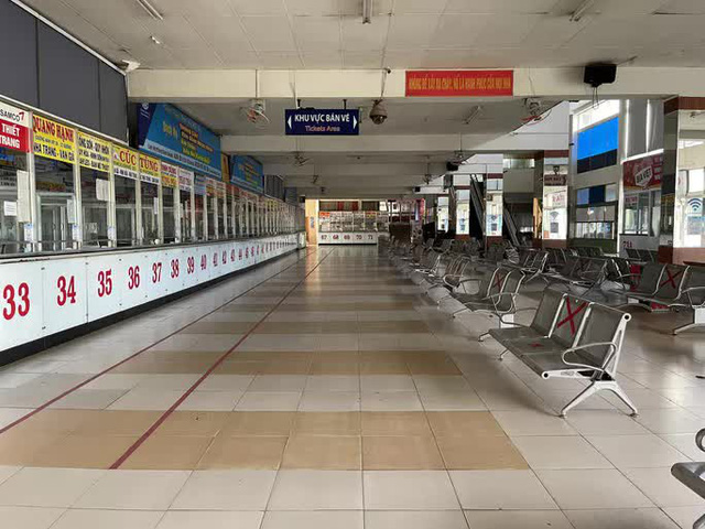 Cận cảnh ngày đầu mở cửa bến xe khách ở TP HCM - Ảnh 2.