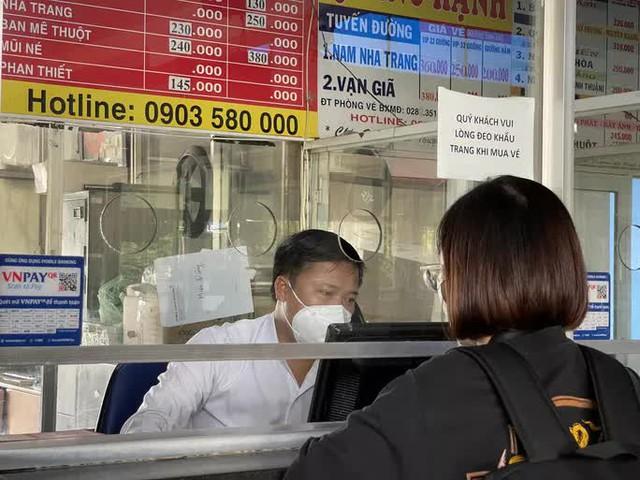 Cận cảnh ngày đầu mở cửa bến xe khách ở TP HCM - Ảnh 3.