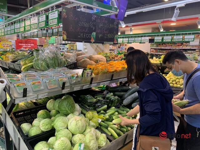 Hà Nội: Rau xanh tăng giá 'chóng mặt', đi chợ hoa mắt vì giá - Ảnh 4.