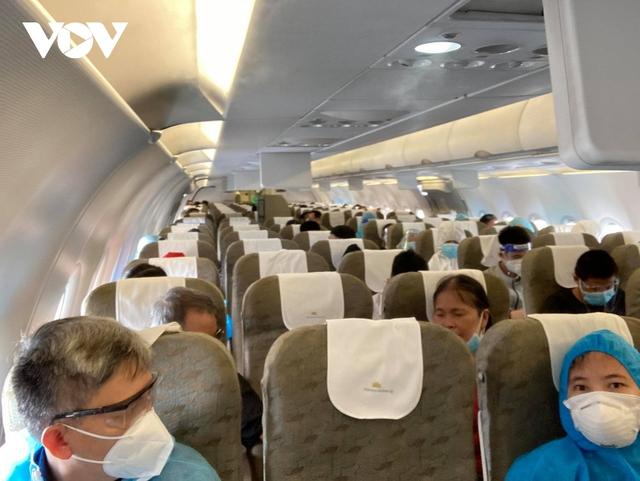 """Hàng không, đường sắt """"cháy"""" vé chặng Hà Nội – TPHCM - Ảnh 5."""