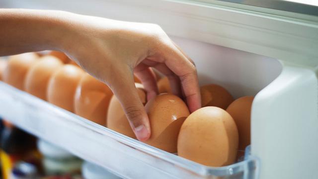 Chuyên gia chỉ ra lỗ hổng khi bảo quản trứng theo cách này khiến ai cũng ngớ người, hóa ra bao lâu nay mình vẫn làm sai - Ảnh 2.