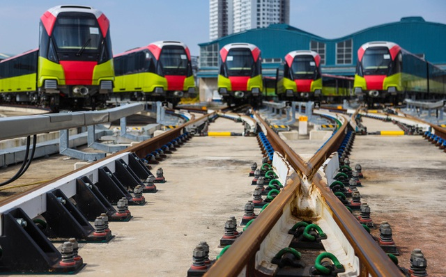 Cận cảnh 10 đoàn tàu tuyến Metro Nhổn - ga Hà Nội sẵn sàng chạy thử nghiệm  - Ảnh 1.