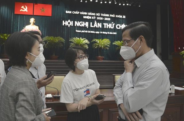 Chủ tịch Phan Văn Mãi: Chưa thể nói TP HCM đã trở lại trạng thái bình thường mới  - Ảnh 1.