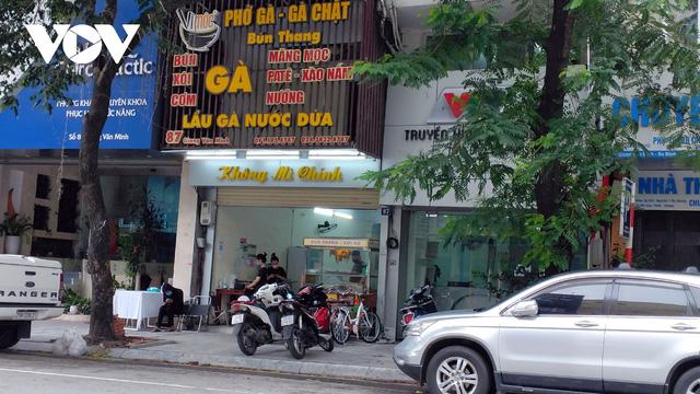 Nhà hàng, quán cà phê ở Hà Nội nhộn nhịp đón khách ăn uống tại chỗ - Ảnh 2.