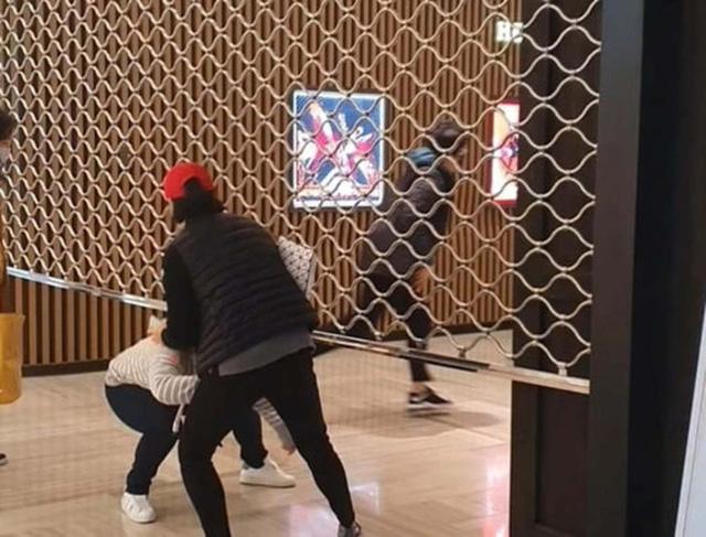 Giải điền kinh Chanel mở rộng tại Hàn: Cuộc đua mỗi người 1 chiếc túi cho tới màn thiết quân luật từ nhà mốt - Ảnh 2.