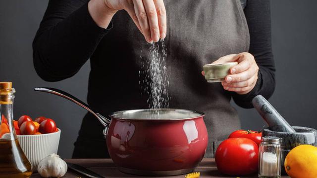 Các chất thay thế muối có cải thiện sức khỏe tim mạch của bạn không? Đây là câu trả lời từ các chuyên gia - Ảnh 2.
